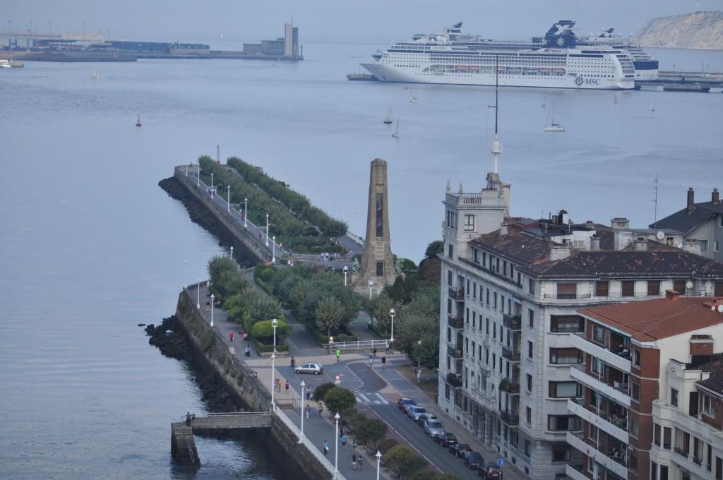 Puerto de cruceros de Bilbao desde el Puente Colgante