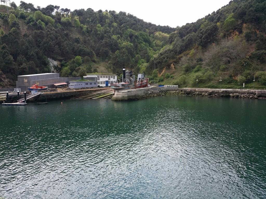Vista de Albaola desde el paso de la costa de Pasaia Donibane