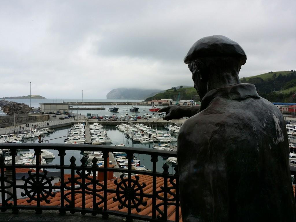 Han datoz!, Monumento a los pescadores y sus familias, Bermeo