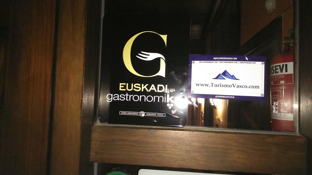 Acreditación TurismoVasco Tiketa en la casa rural Larrakoetxea