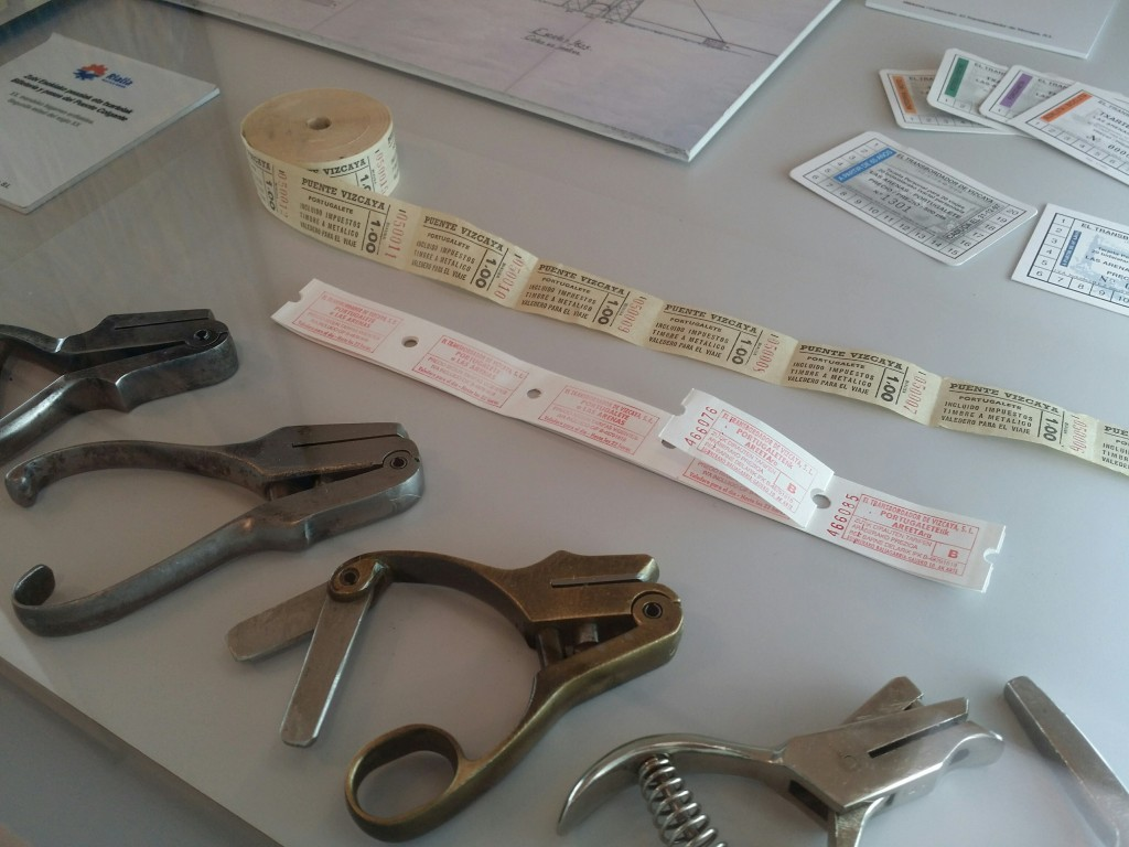 Objetos del puente Bizkaia en el Museo de la industria, Rialia