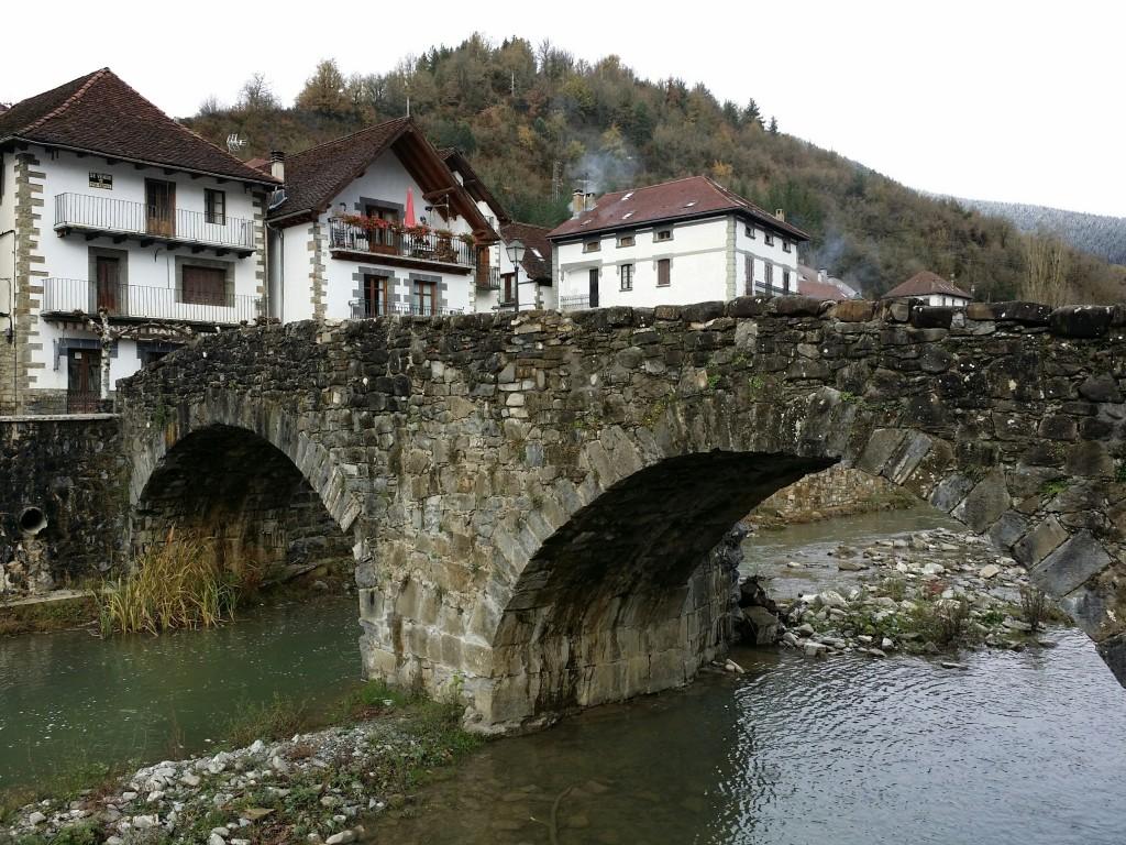 Puente medieval sobre el río Anduña, Otsagabia