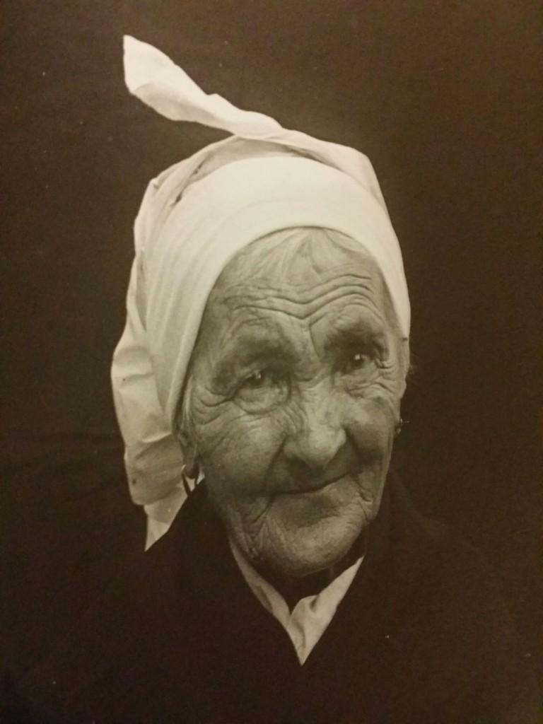 Retrato de una amama en el Museo Vasco