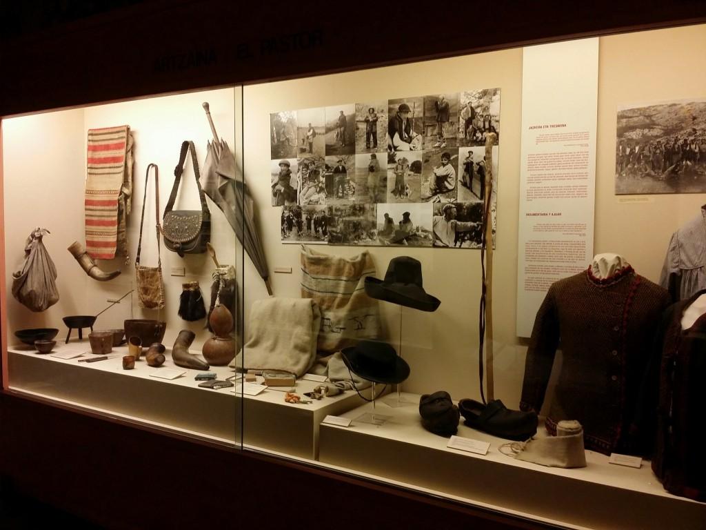 Utensilios propios del pastoreo en el Museo Vasco