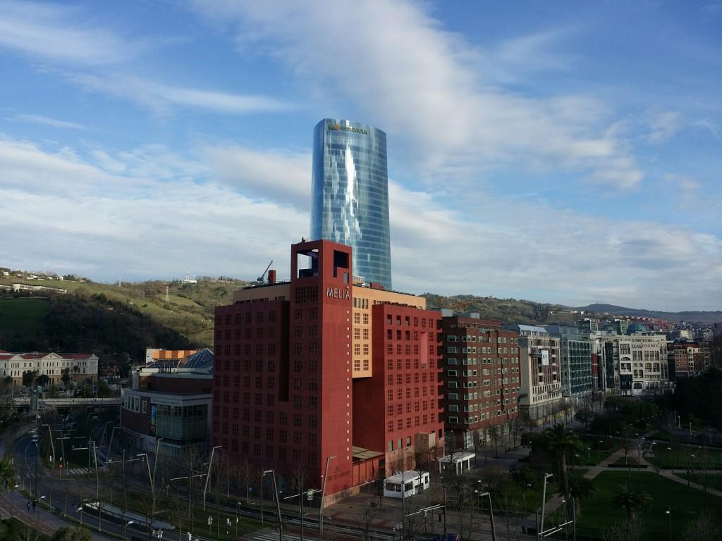La torre Iberdrola y el hotel Melia