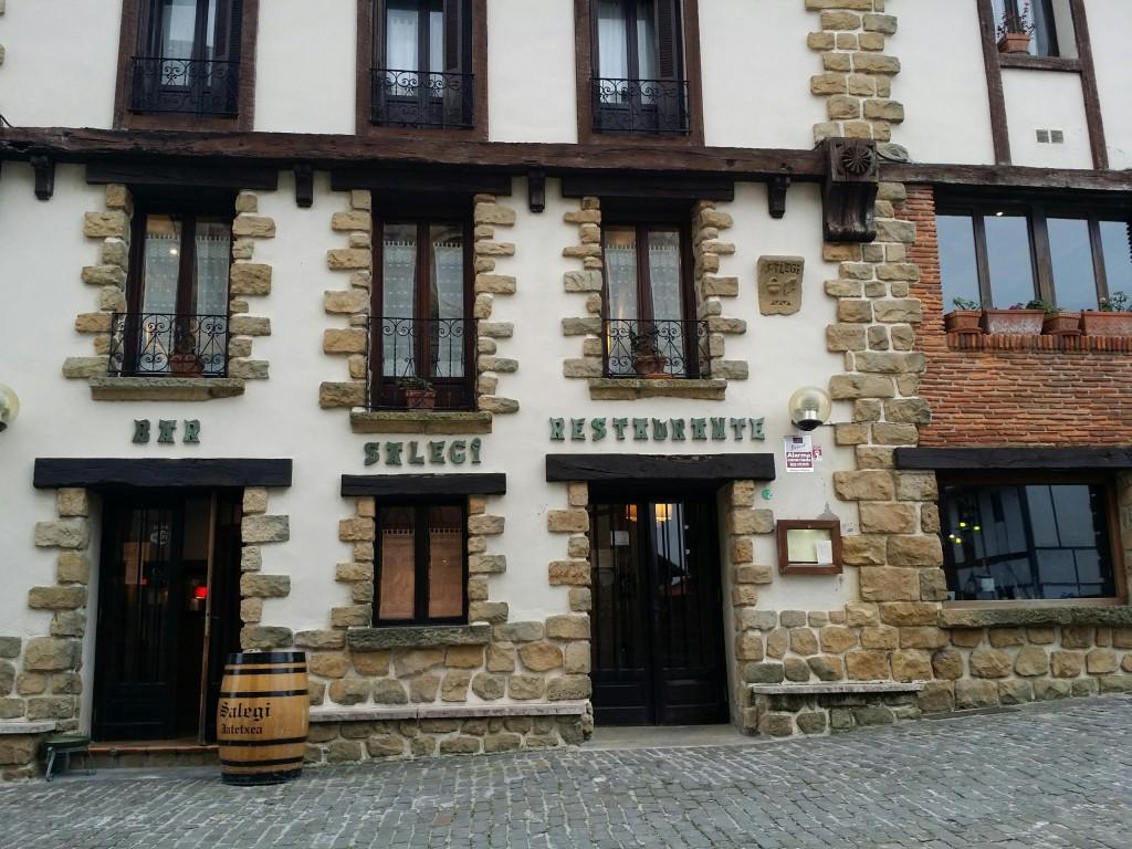 Fachada restaurante Salegi