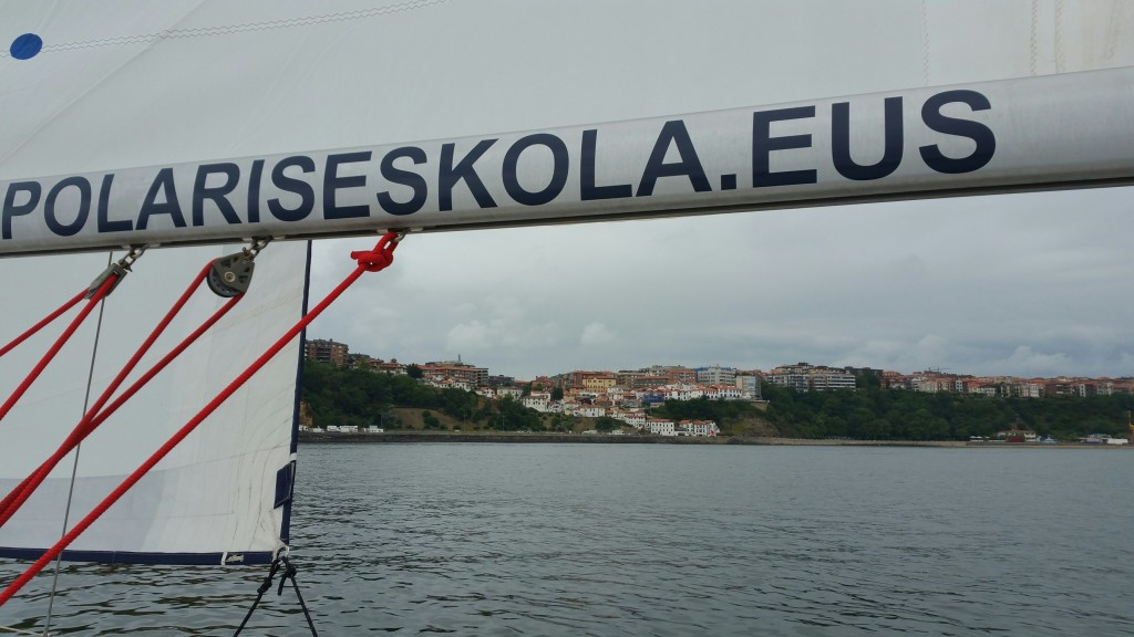 Polaris eskola y el Puerto viejo de Algorta