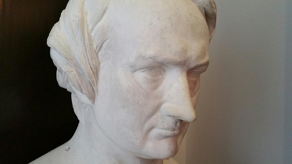 Escultura Victor Hugo