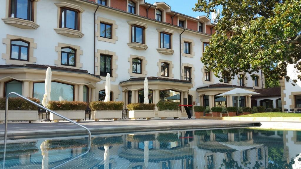 exterior-y-piscina-gran-hotel-durango