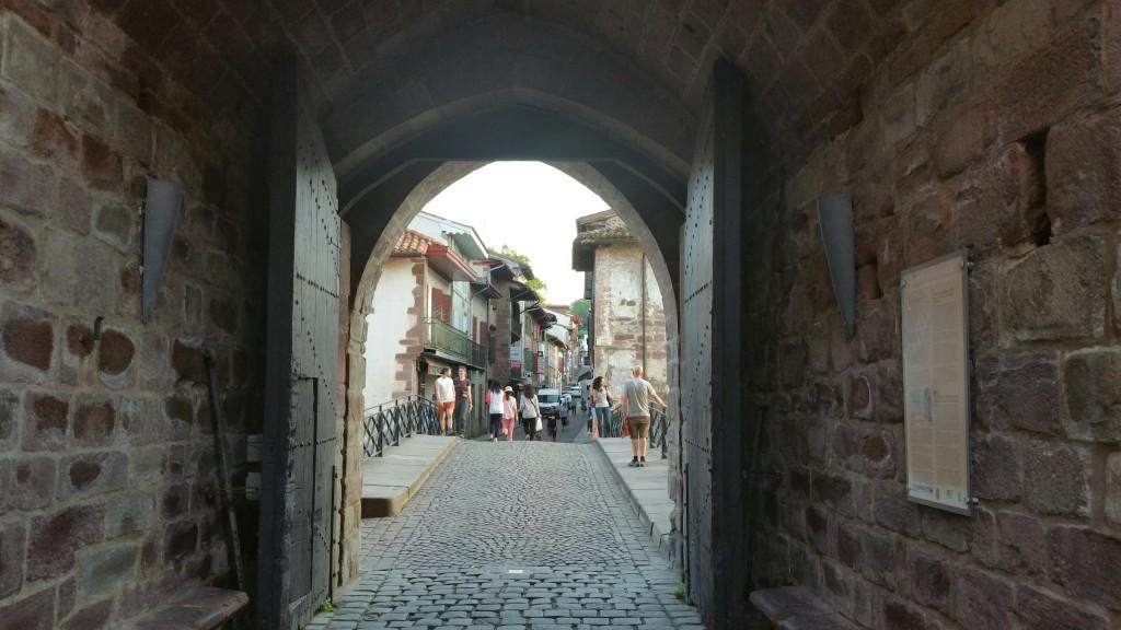 puerta-del-casco-historico-de-donibane-garazi