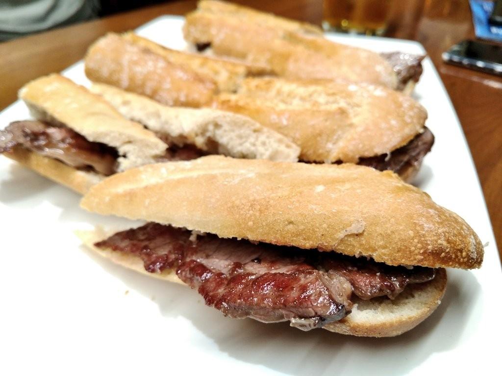 plato-con-pepitos-de-ternera-del-asador-indusi