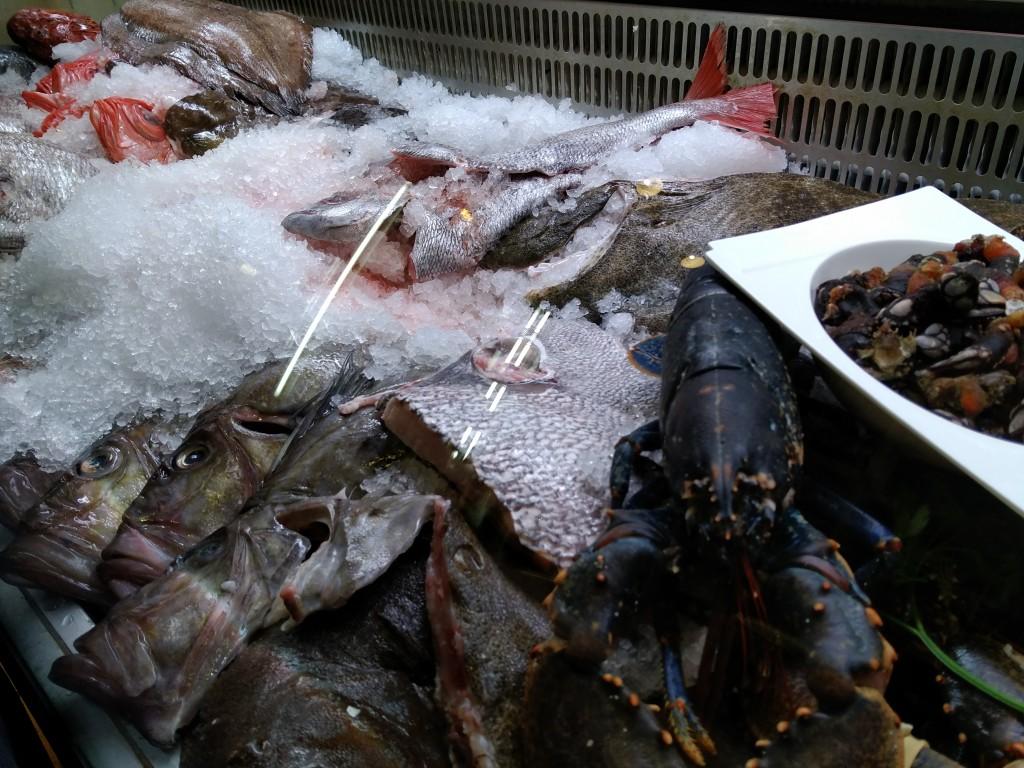 Vitrina de pescado y marisco La casita de Sabino