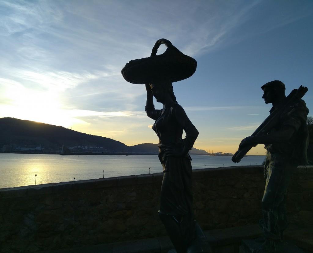 Esculturas Arrantzal y sardinera Puerto Viejo de Algorta