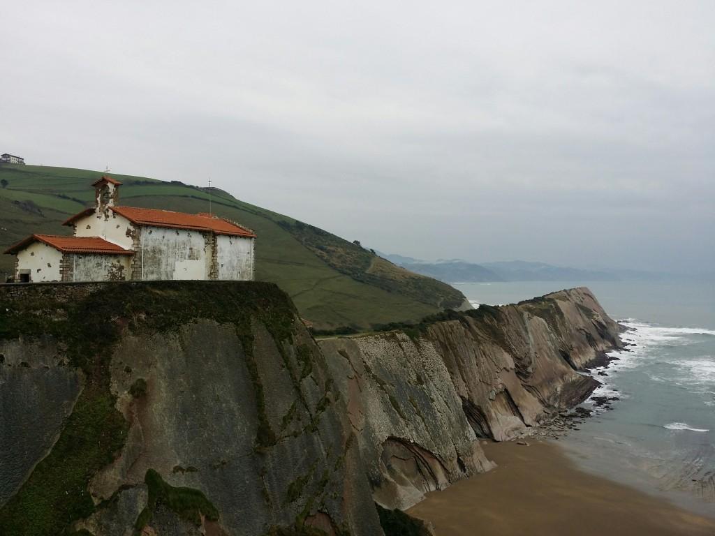 Costa de Zumaia y la ermita de San Telmo