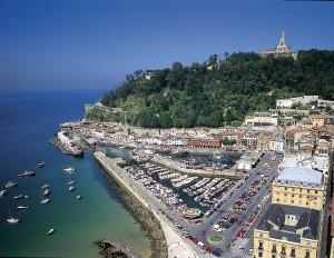 Puerto de san sebastian y el monte Urgull