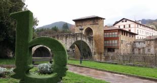 Balmaseda con el puente de fondo