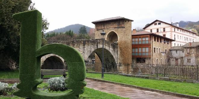 Logotipo Balmaseda con el puente de fondo