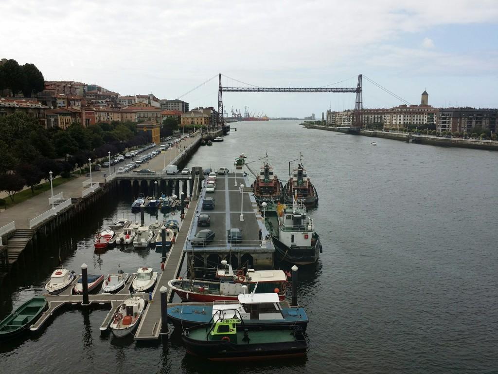 Vistas del puente bizkaia del museo de la industria Rialia