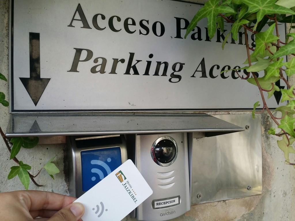 Entrada parking Hotel Jaizkibel