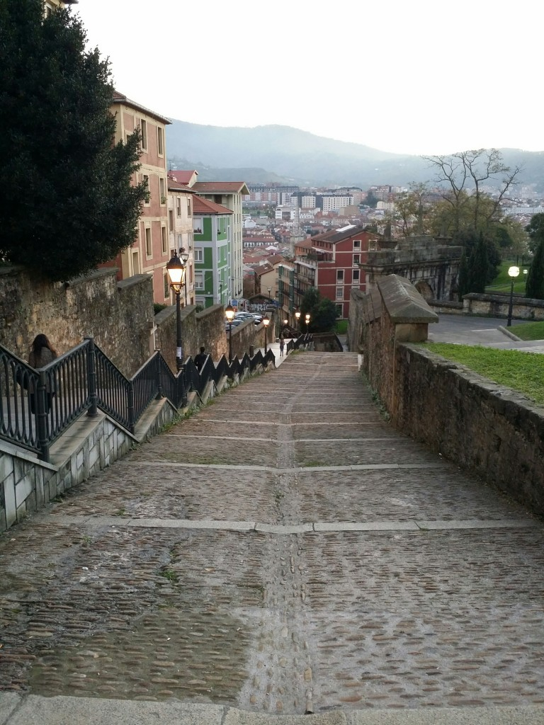 Bajada al casco viejo de Bilbao desde Begoña