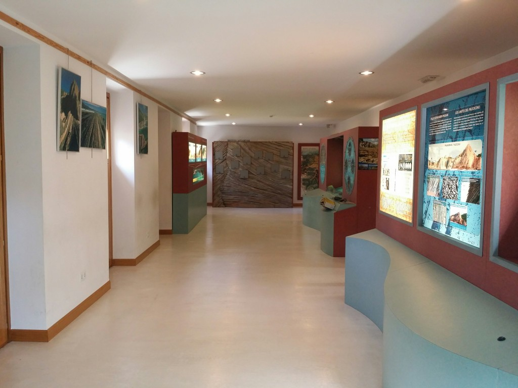Sala de exposición del centro Algorri