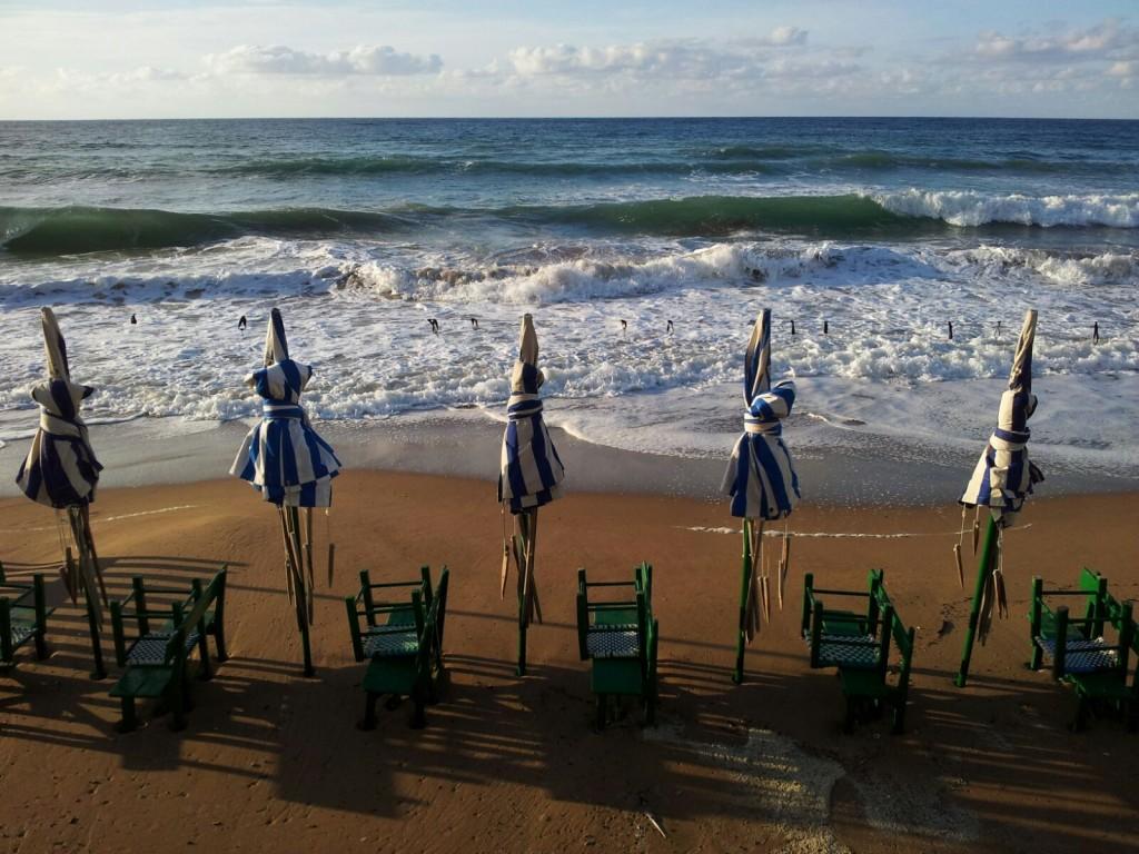 Sombrillas en la playa de Zarautz
