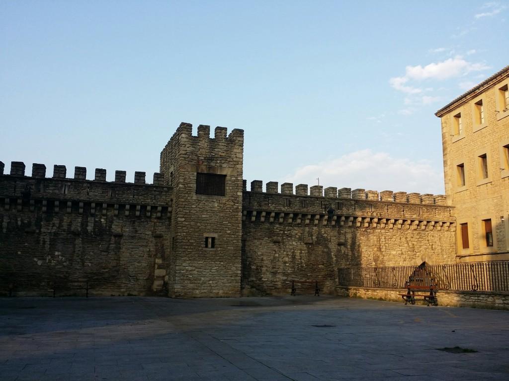 Muralla junto al Palacio Escoriaza Esquivel