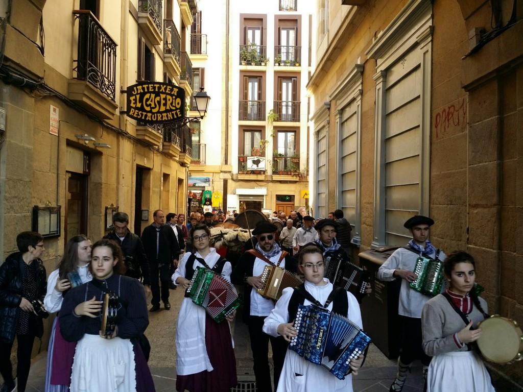 Sagardo Apurua en las calles de Donosti