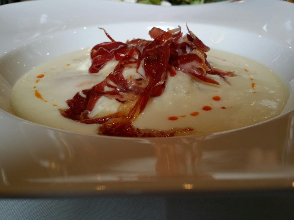 Puré de calabaza, espuma de patata, jamon y huevo, Salegi