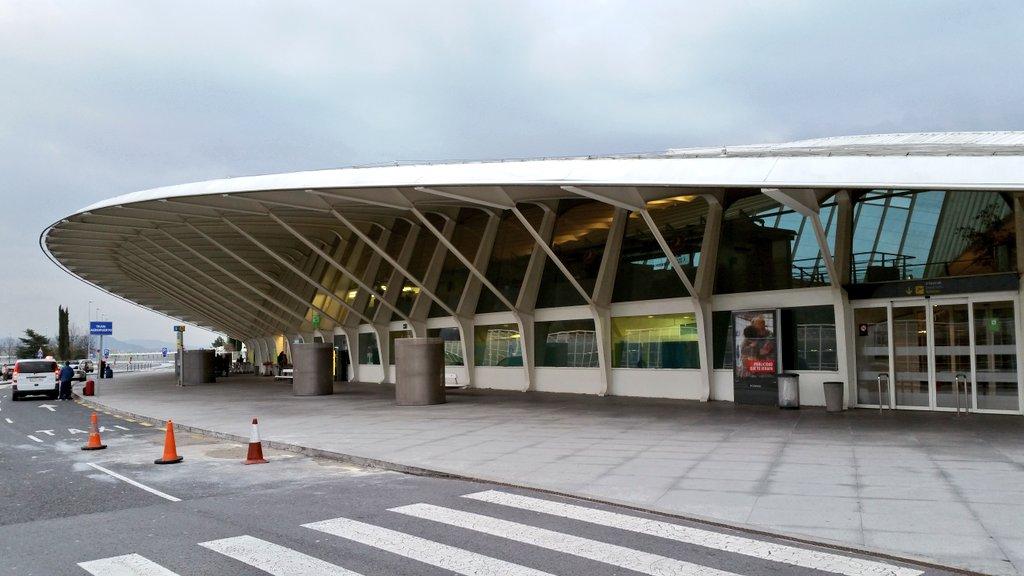 Aeroporto Bilbao : Los parkings low cost del aeropuerto de bilbao