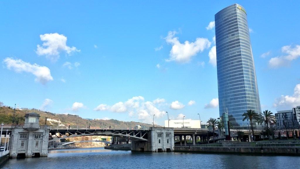 Torre Iberdrola y el Puente de Deusto