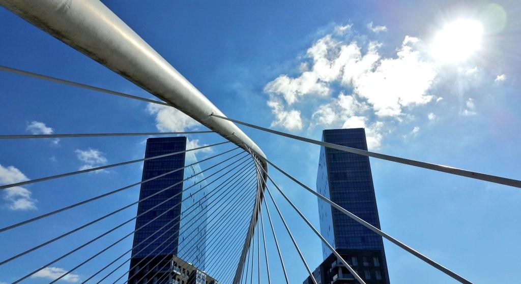 Torres Isozaki y puente zubi zuri