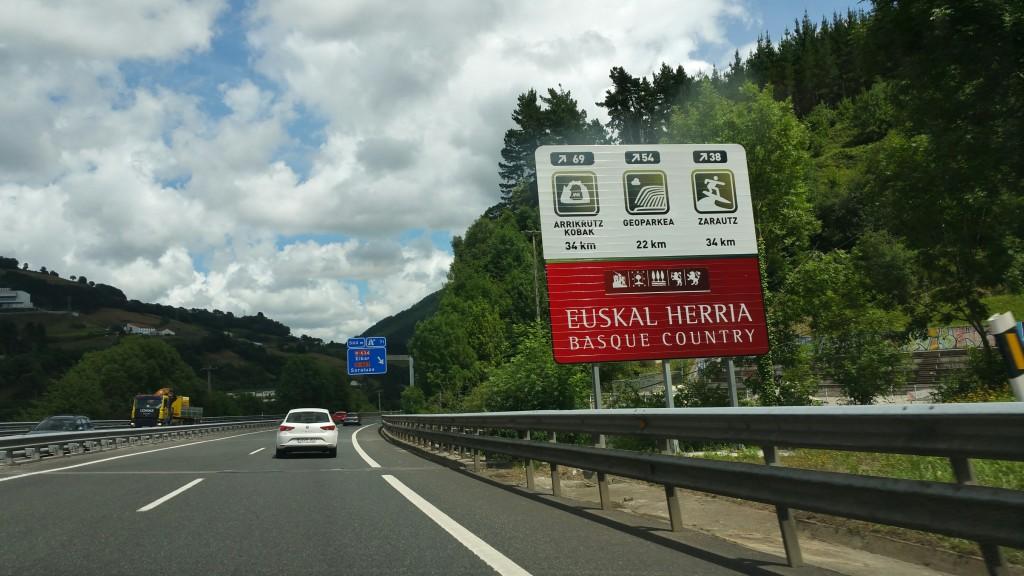 Señal Geoparkea autopista Gipuzkoa