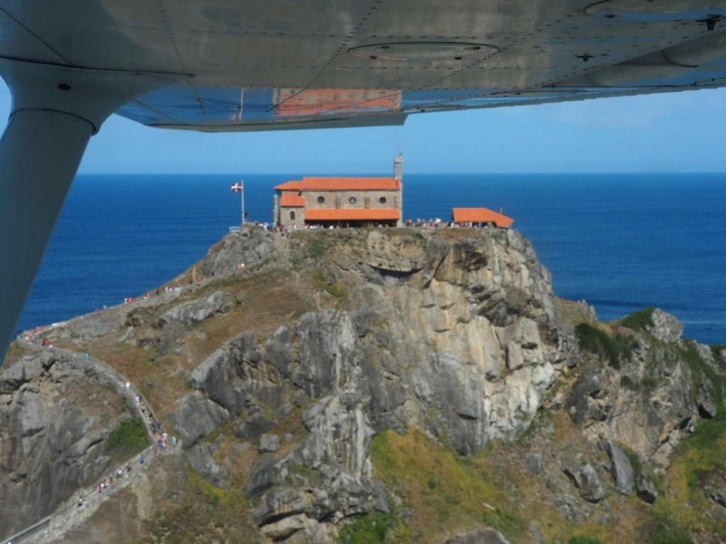 San Juan de Gaztelugatxe desde una avioneta