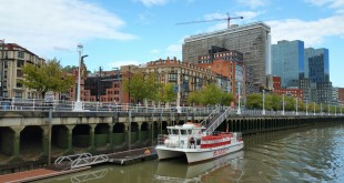 muelle bilboats rutas en barco en bilbao