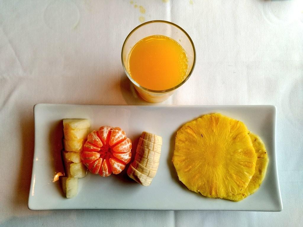 desayuno-hotel-aire-de-brdenas-zumo