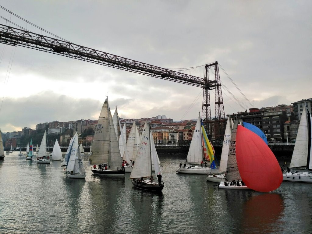 regata-del-gallo-en-el-puente-bizkaia