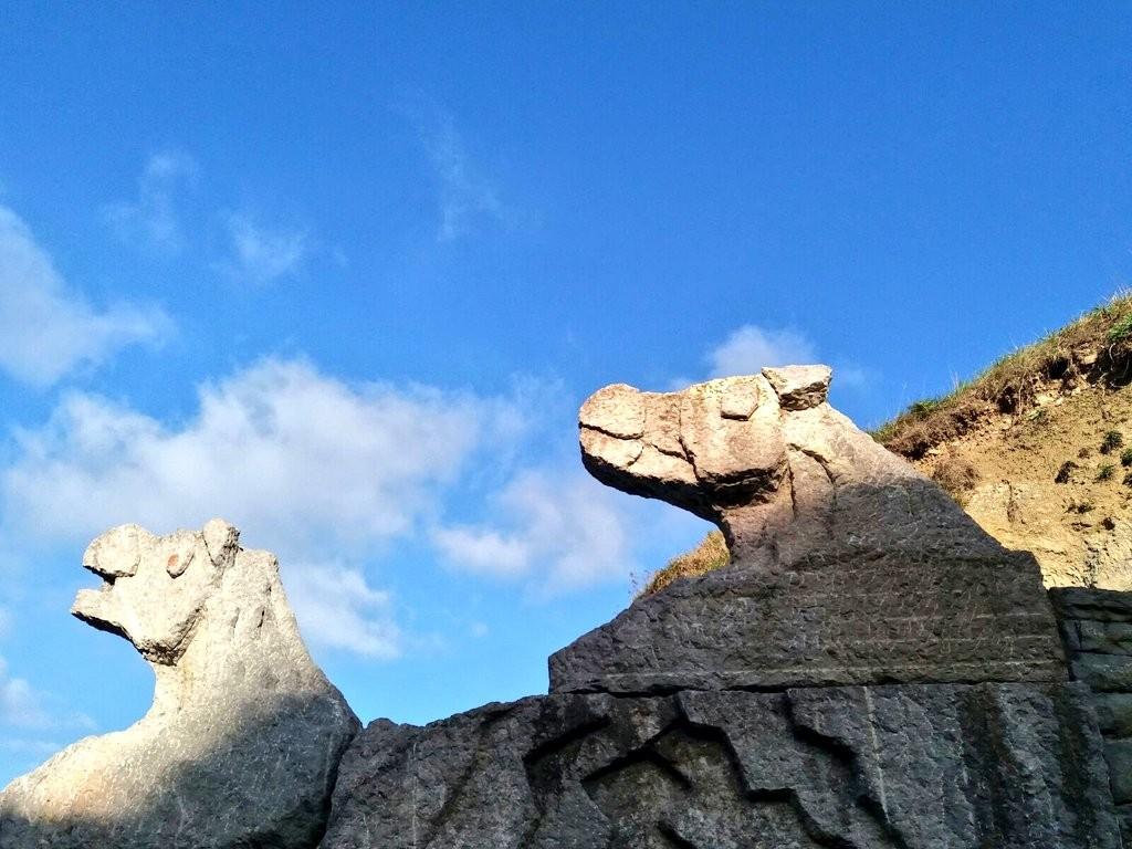 esculturas-en-la-playa-de-zumaia
