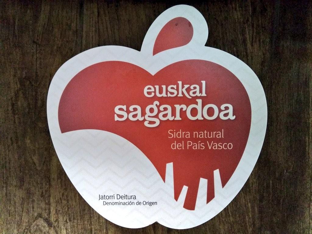 Logotipo de la Denomación de origen de la sidra natural del País Vasco, sagardoa