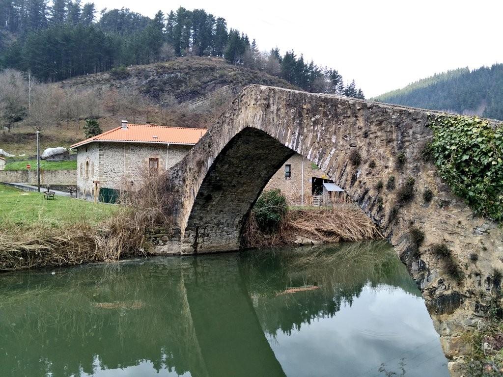 Puente sobre el rio nervión, vía verde