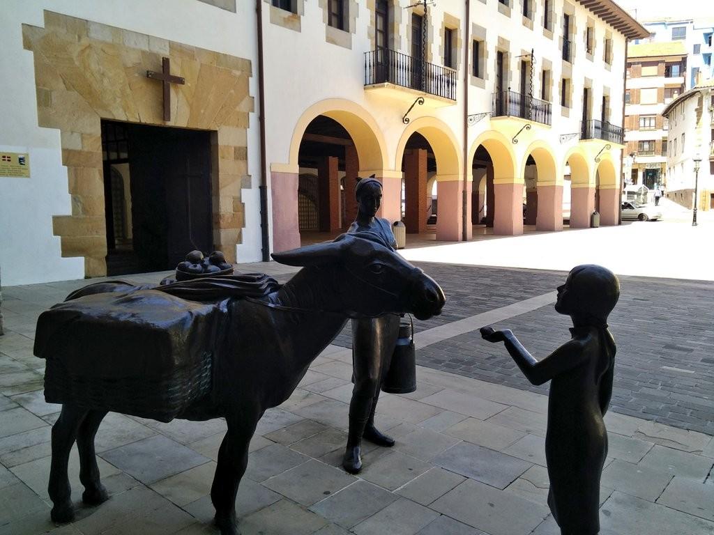 Escultura Bermeo, la lechera