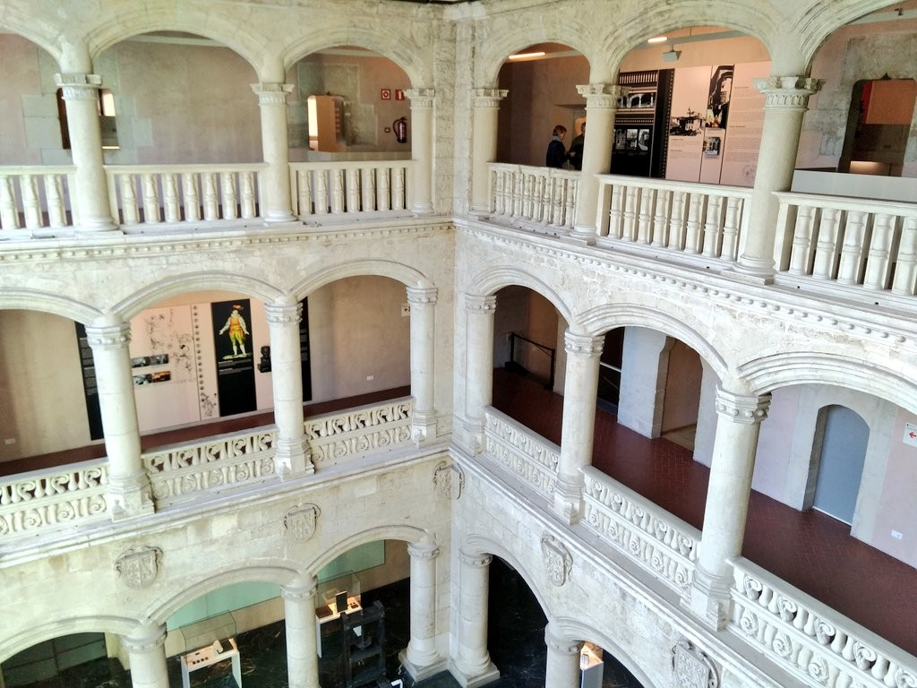 Interior Palacio Bendaña, Museo Bibat, Naipes Fournier