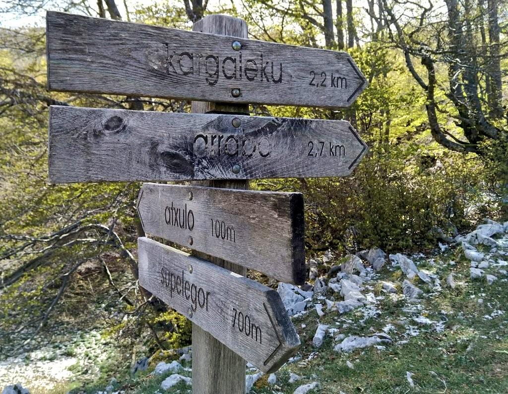 Señal Ojo de Atxulaur, cuevas de Supelegor, Itxina, Gorbeia