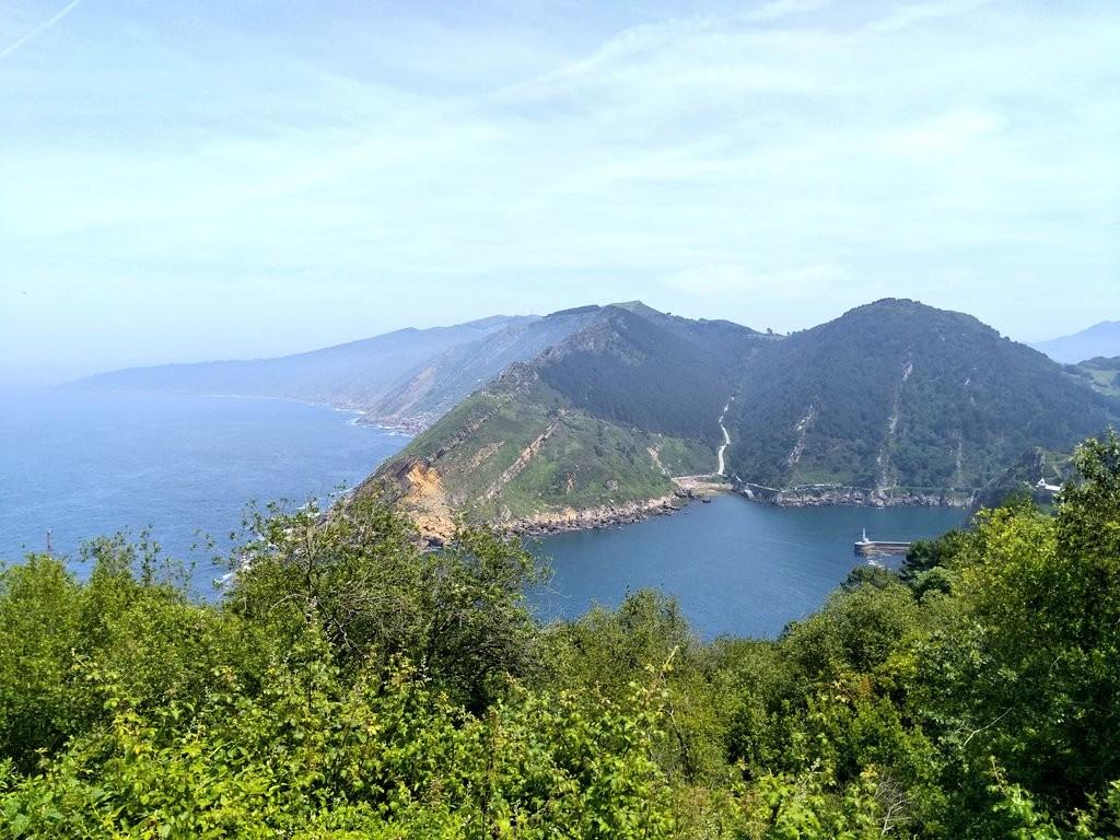 Vistas desde abajo del faro de la plata ruta Ulia-Pasaia