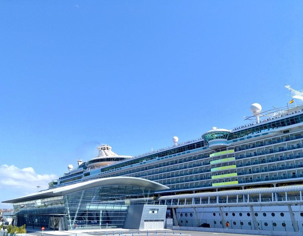 Crucero en el puerto de cruceros de Bilbao