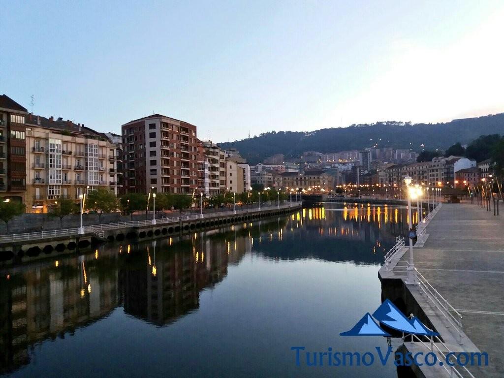 Atardecer en la ría de Bilbao