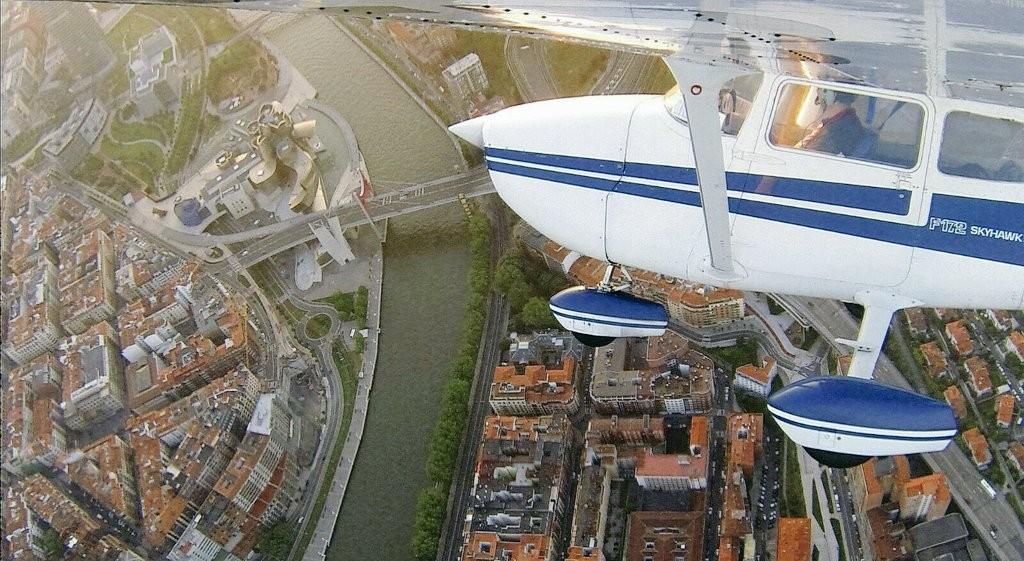 Bilbao y el museo Guggenheim desde el cielo