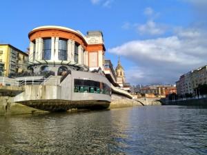 Mercado de la ribera desde la ría de Bilbao