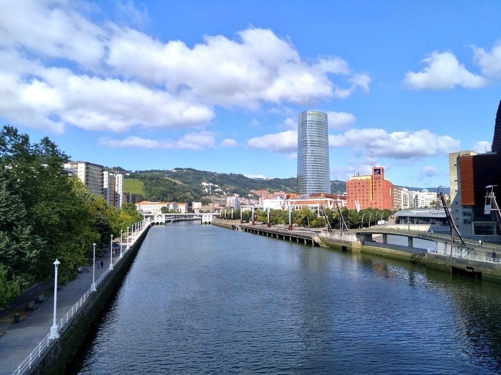 Torre Iberdrola y la ría de Bilbao