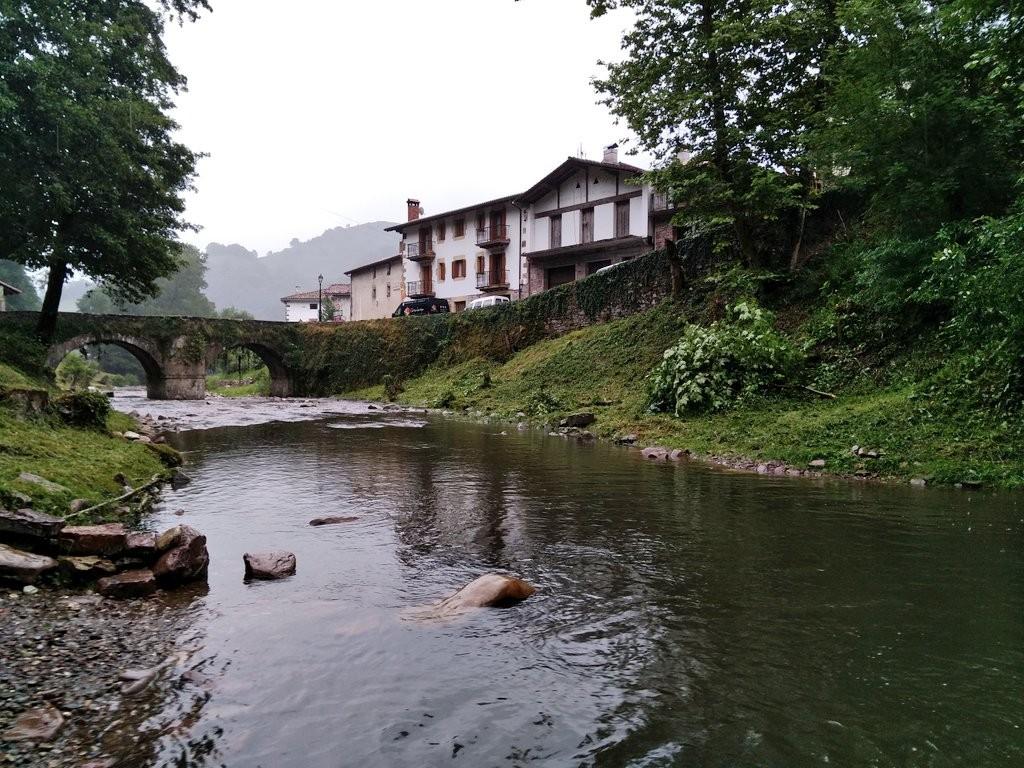 Zubieta, Navarra, desde el rio